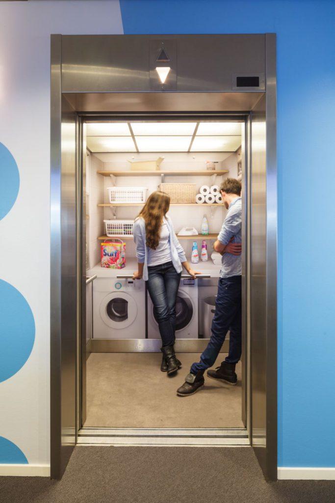 Unilever liften en het interieur van de 10e verdieping van het UCC (Unilever Corporate Center) in Rotterdam
